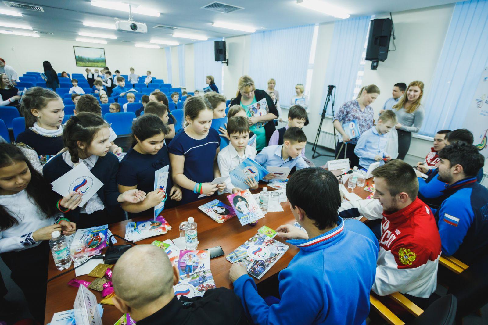 Чемпионы и призеры Паралимпийских игр, чемпионатов мира и Европы провели Паралимпийский урок для учеников Школы №4 г. Ханты-Мансийска