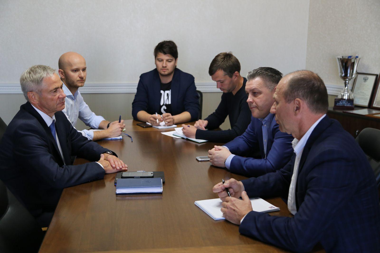 П.А. Рожков в офисе ПКР провел рабочее совещание по подготовке и проведению международного турнира - кубка континента по хоккею-следж