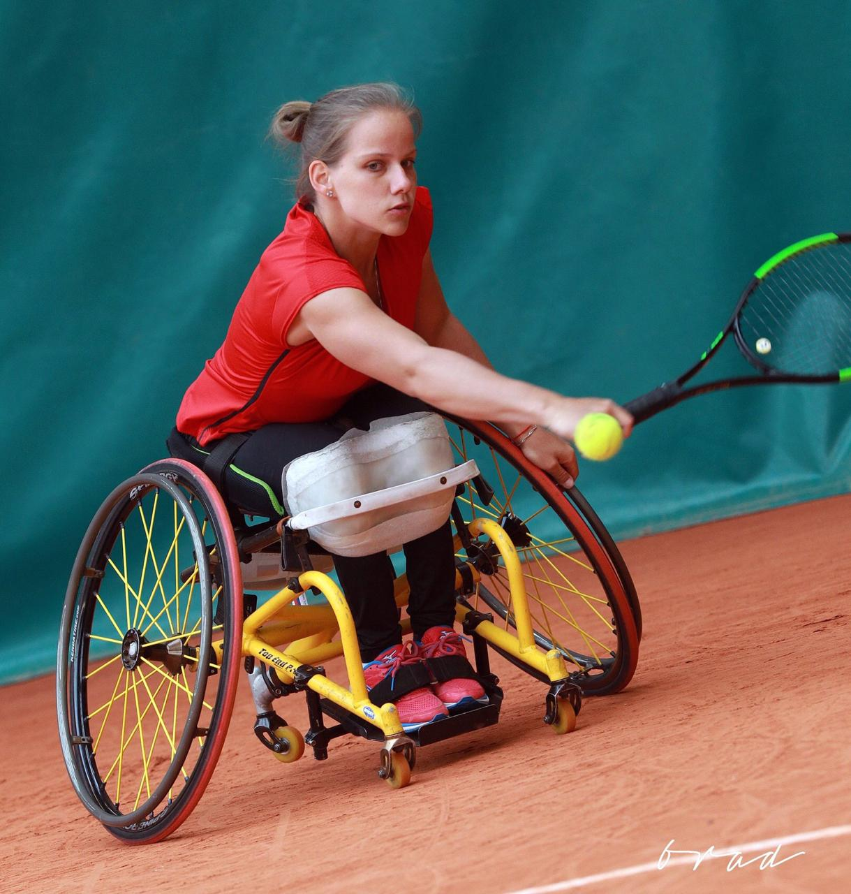 Виктория Львова завоевала бронзовые медали на 2-х международных турнирах по теннису на колясках во Франции