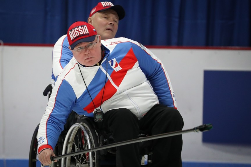 Сборная команда России по керлингу на колясках в 3-й день чемпионата мира выиграла у сборной Латвии и потерпела поражение от сборной США