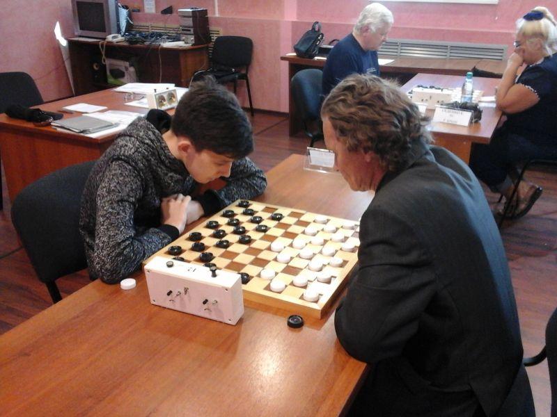 Представитель Курской области Денис Малеев стал победителем чемпионата России по стоклеточным шашкам среди спортсменов с нарушением зрения