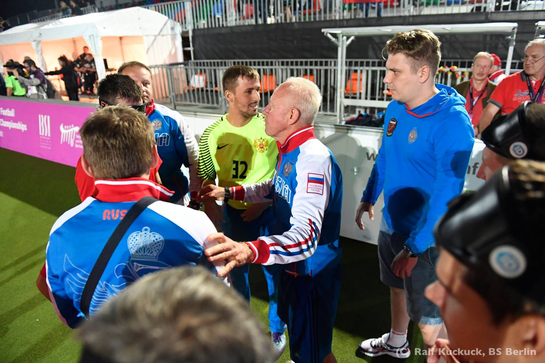 Сборная России победила в полуфинале команду Францию и поспорит со сборной Испании  за золотые медали чемпионата Европы по мини-футболу 5х5 (класс В1, тотально слепые) в Берлине