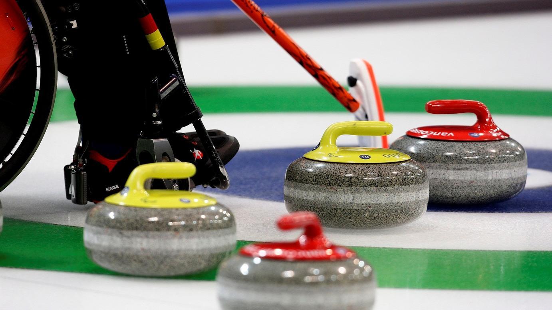 Сборная команда России по керлингу на колясках принимает участие в международных соревнованиях в Южной Корее