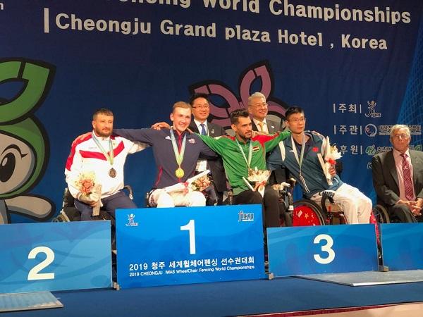 2 серебряные и 1 бронзовую медали завоевала сборная команда России по фехтованию на колясках в 1 день чемпионата мира в Корее