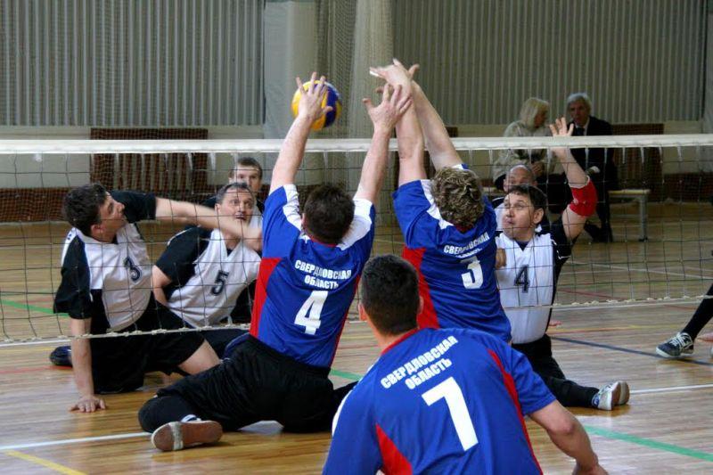 7 мужских и 5 женских команд ведут борьбу за награды чемпионата России по волейболу сидя