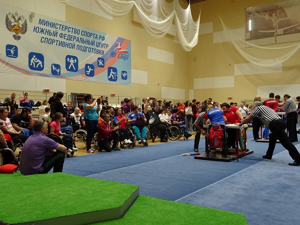 Сборная команда Республики Дагестан выиграла общекомандный зачет чемпионата России по армрестлингу спорта лиц с ПОДА в Сочи