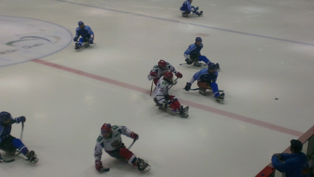 Российские следж хоккеисты обыграли сборную Италии со счетом 1:0 и вышли в полуфинал Чемпионата  мира