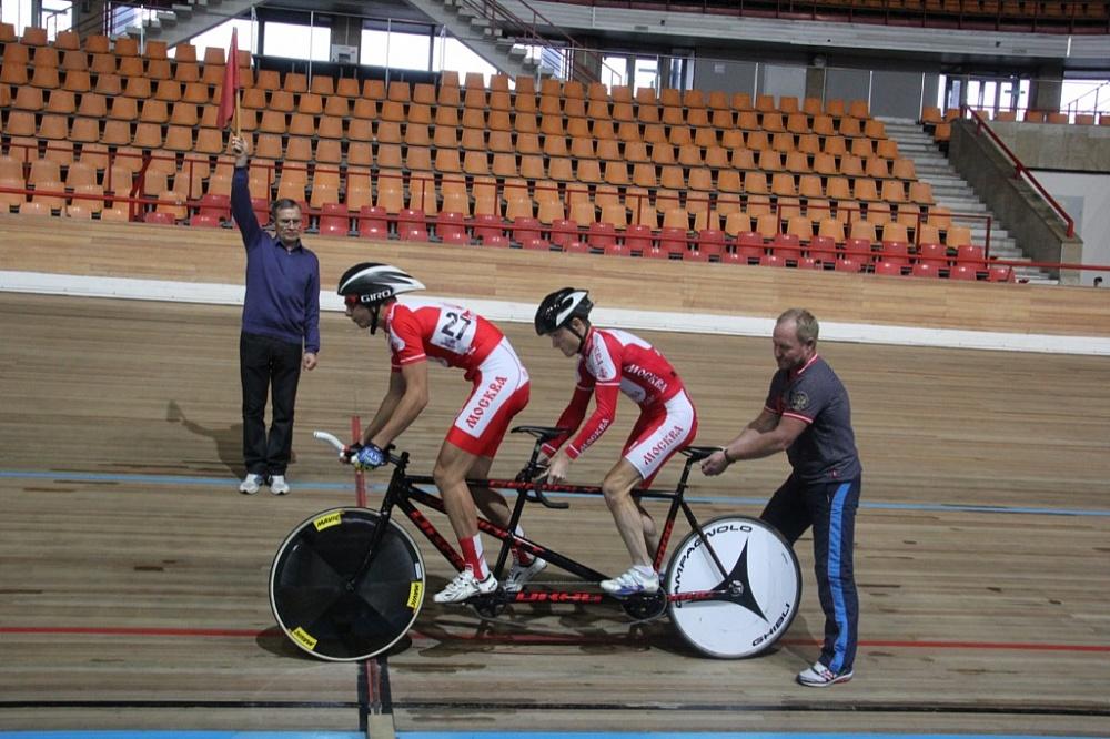Спортсмены сборной Москвы одержали пять побед в чемпионате России по велоспорту-тандем на треке спорта слепых в Туле