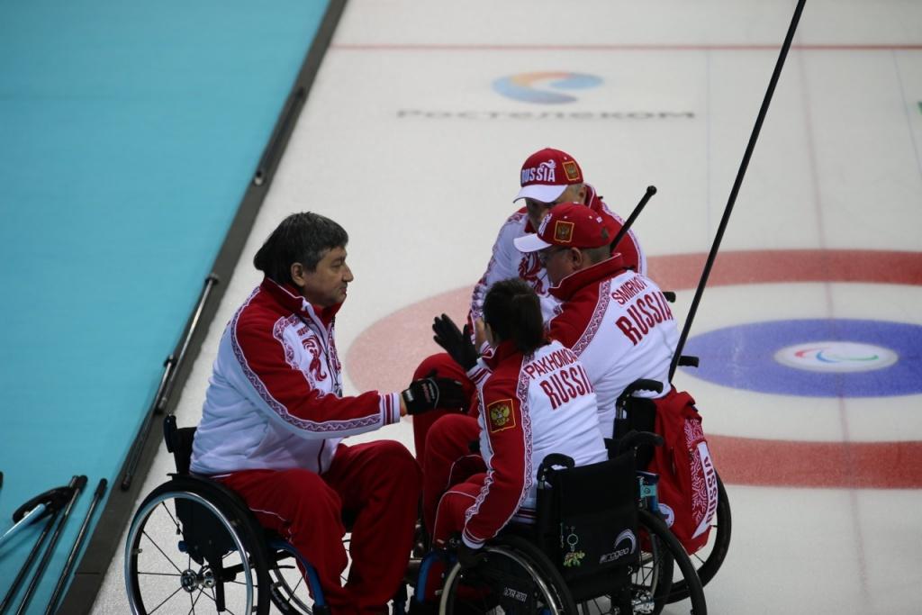 Сборная России по керлингу на колясках обыграла сборную Южной Кореи со счетом 7:5