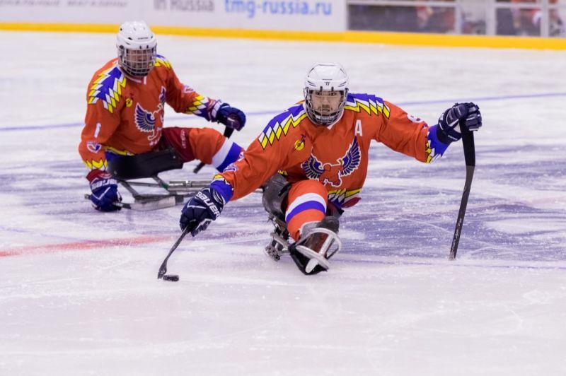Второй соревновательный день Кубка континента по хоккею-следж завершился для команды «Феникс» двумя победами