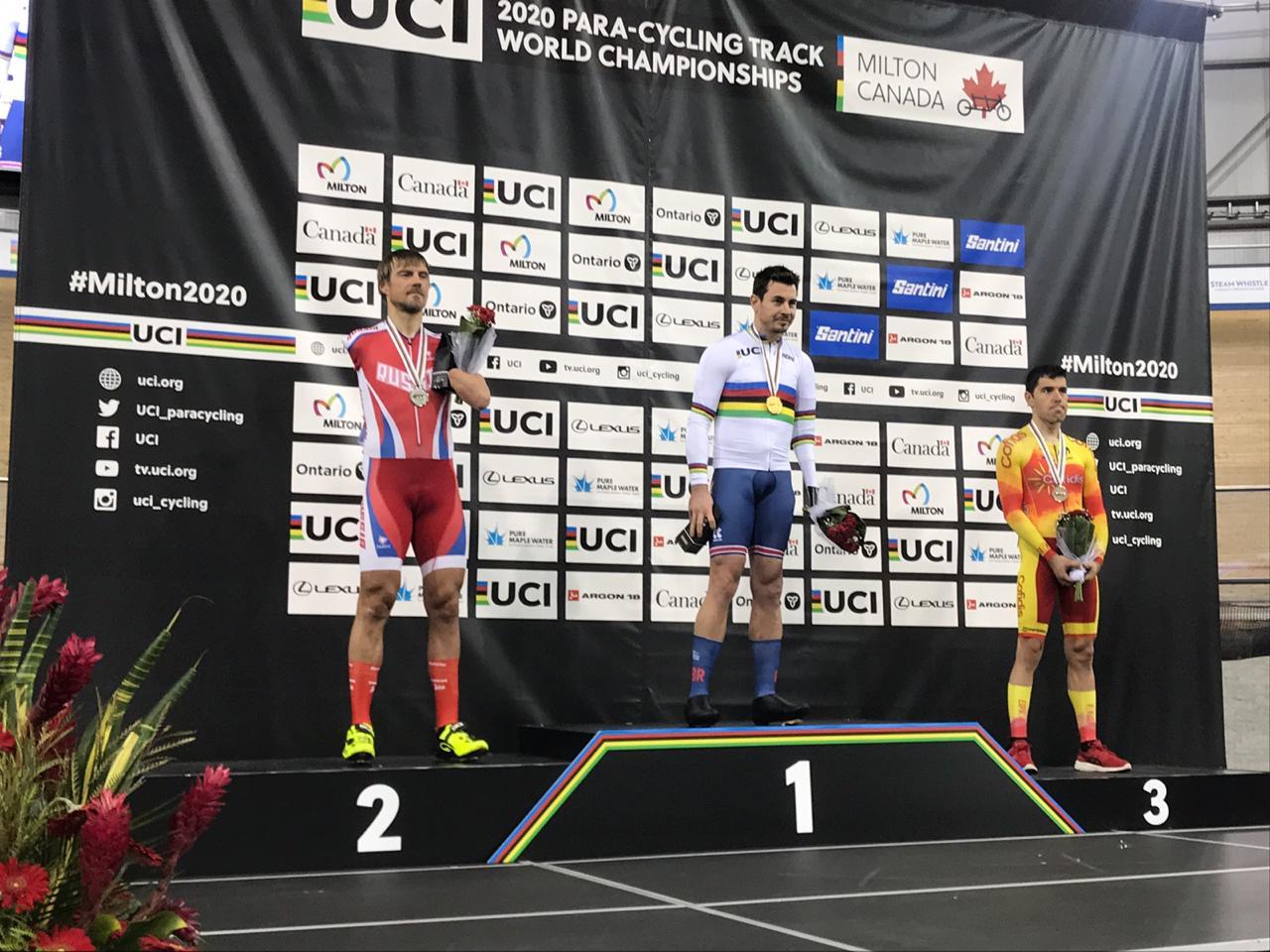4 серебряные и 1 бронзовую медали завоевала сборная команда России по велоспорту лиц с ПОДА на чемпионате мира на треке в Канаде