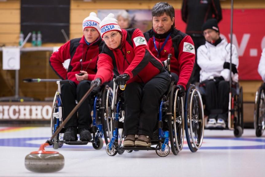 Сборные восьми регионов оспаривают награды чемпионата России по керлингу на колясках