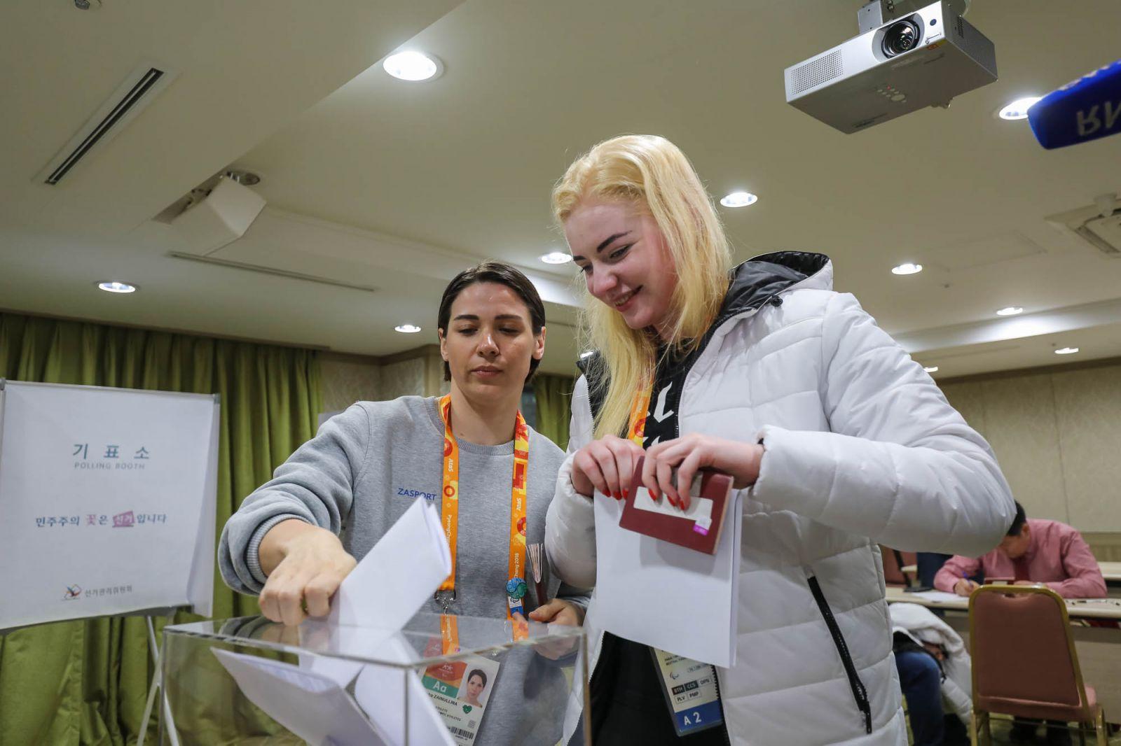 Российские паралимпийцы в г. Пхенчхан приняли участие в досрочных выборах Президента Российской Федерации