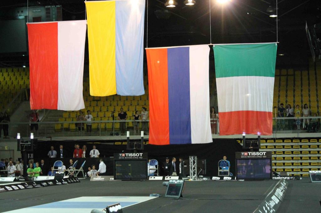 Сборная команда России по фехтованию на колясках завоевала одну золотую, три серебряных и шесть бронзовых медалей в первые два дня чемпионата Европы во Франции