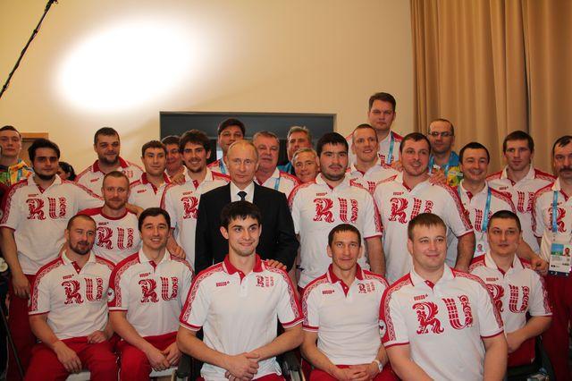 В.В.Путин в г. Сочи в Прибрежной паралимпийской деревне встретился со сборной командой России по хоккею-следж