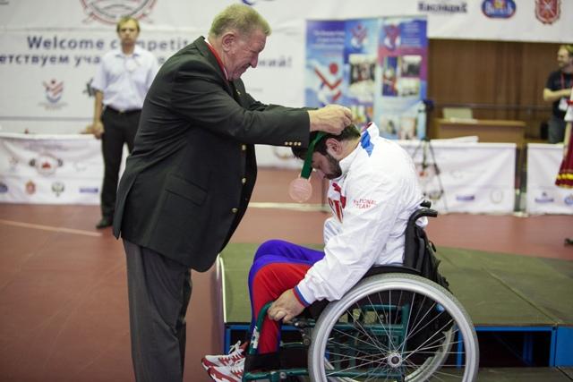 В третий соревновательный день Открытого чемпионата и первенства Европы  по пауэрлифтингу  среди спортсменов с поражением опорно-двигательного аппарата российские спортсмены (юниоры, юниорки) завоевали 1 золотую, 2 серебряные и 1 бронзовую медали, и спорт