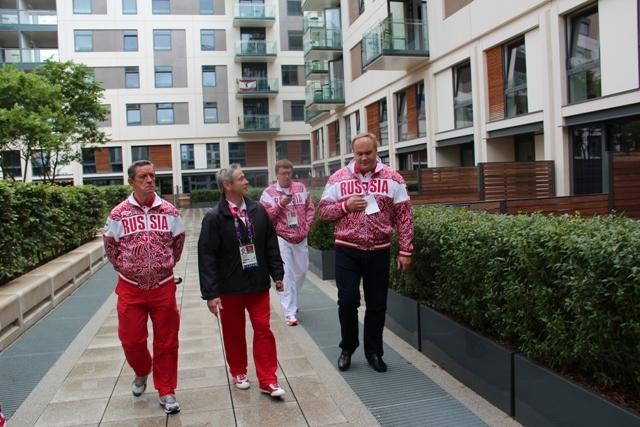 Заместитель министра спорта РФ Ю.Д.  Нагорных посетил Паралимпийскую деревню в Лондоне.