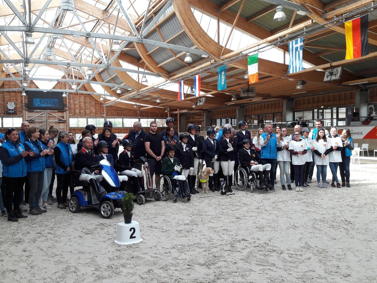 3 золотые и 3 бронзовые медали завоевала сборная команда России по конному спорту лиц с ПОДА на международных соревнованиях во Франции