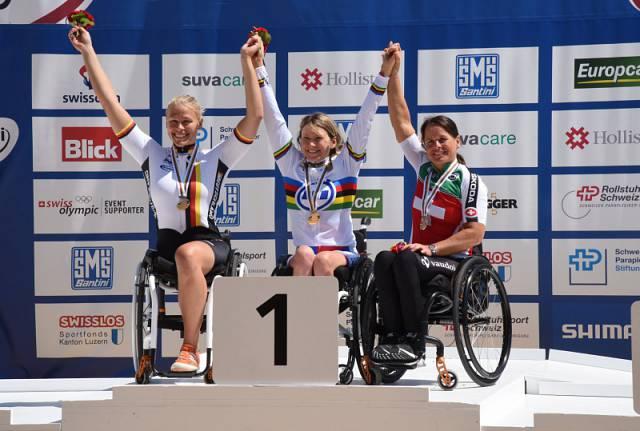 Россиянка Светлана Мошкович завоевала золотую медаль в третий день чемпионата мира по велоспорту на шоссе в Швейцарии