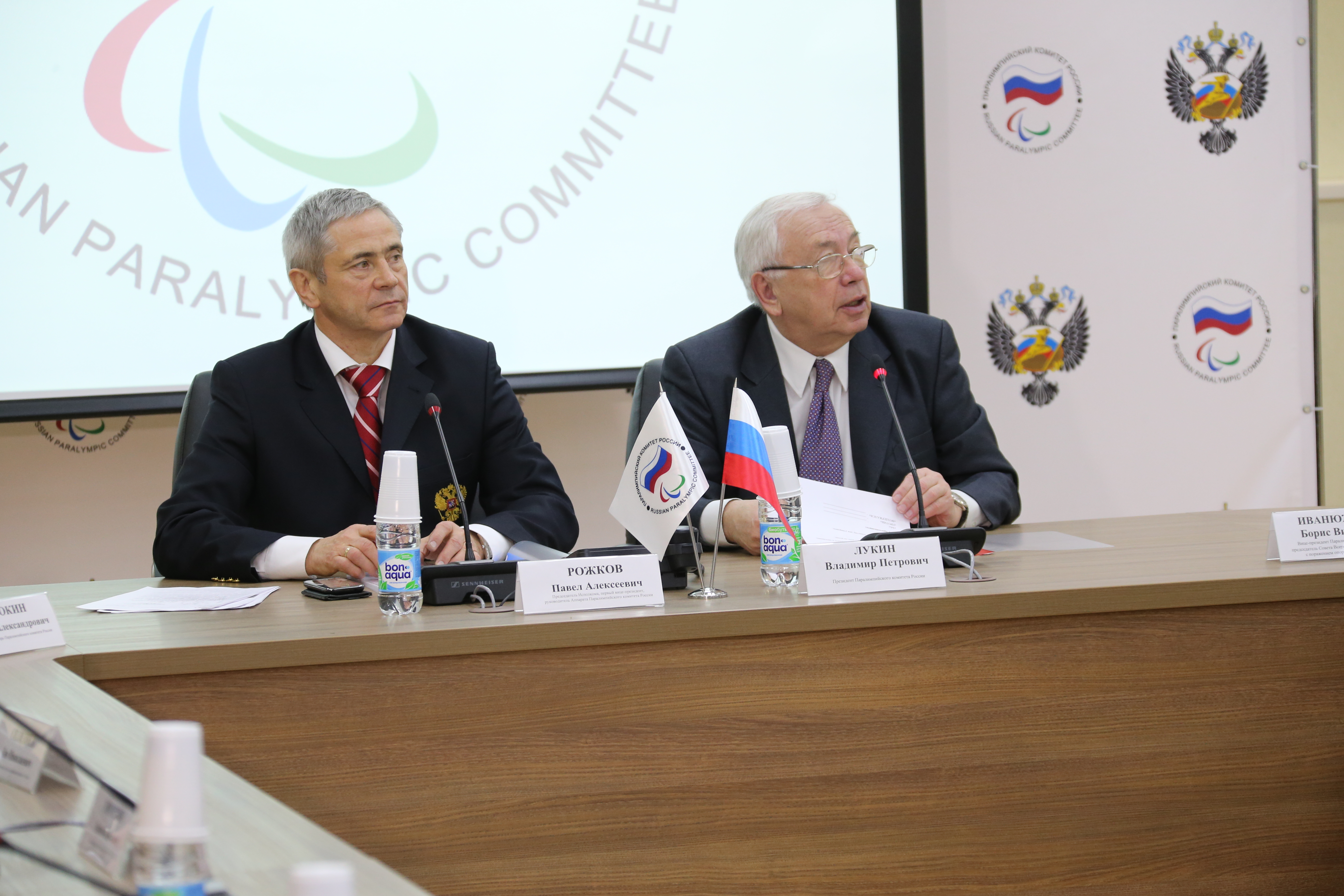 В.П. Лукин в зале Исполкома Дома паралимпийского спорта провел заседание Исполкома Паралимпийского комитета России