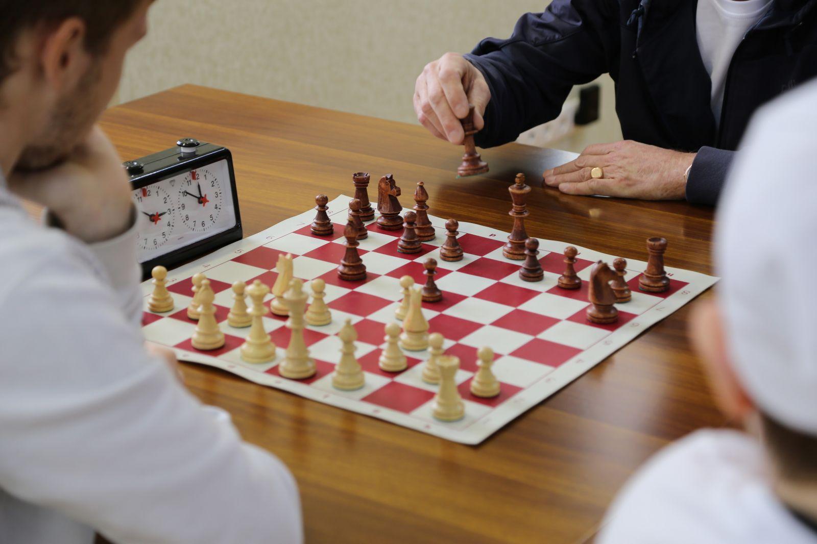 Около 80 спортсменов ведут борьбу за медали чемпионата России по шашкам и шахматам спорта лиц с ПОДА в Барнауле
