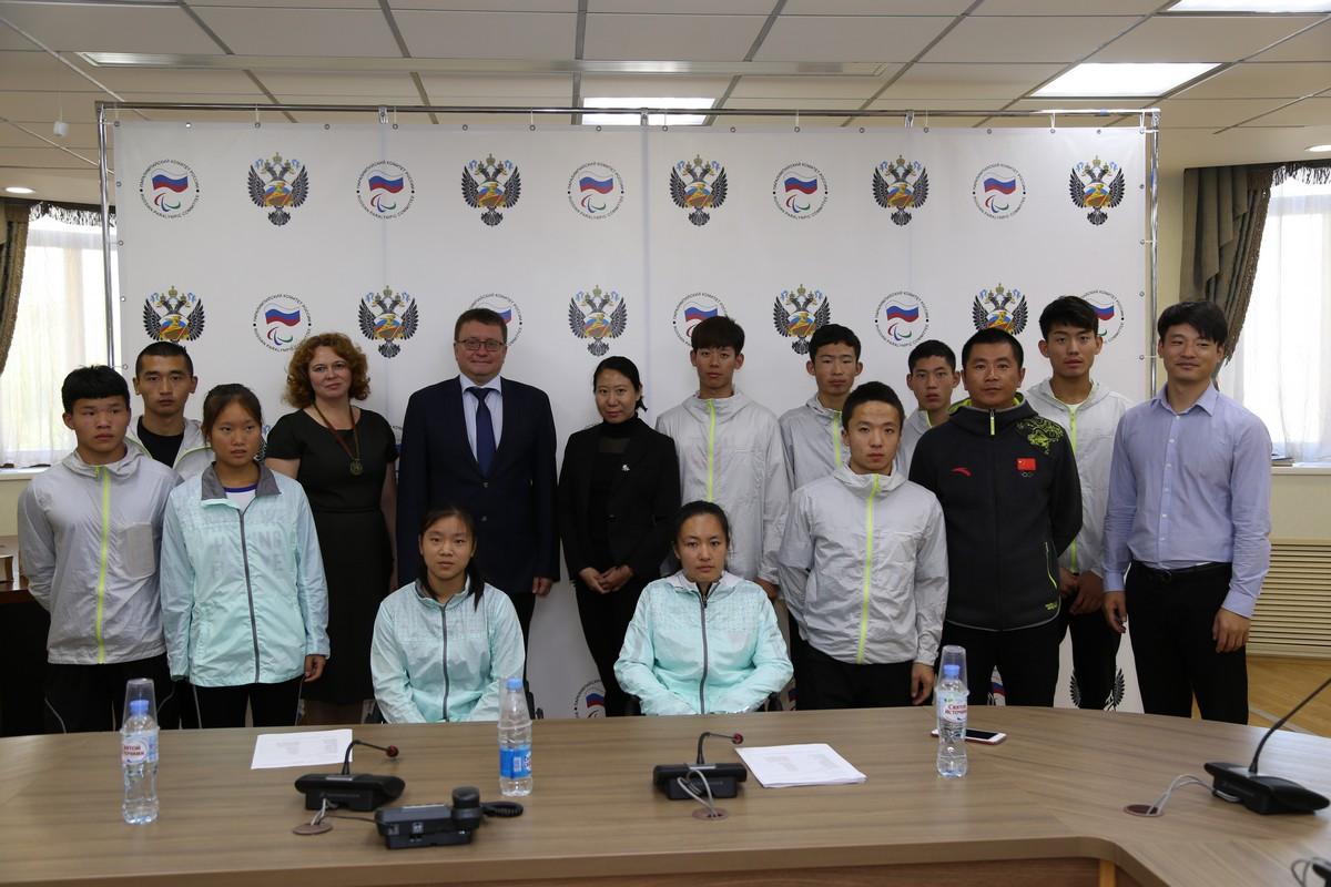 А.А. Строкин, О.В. Семенова в офисе ПКР встретились с молодыми спортсменами-паралимпийцами по лыжным гонкам и биатлону спорта лиц с ПОДА из Китая
