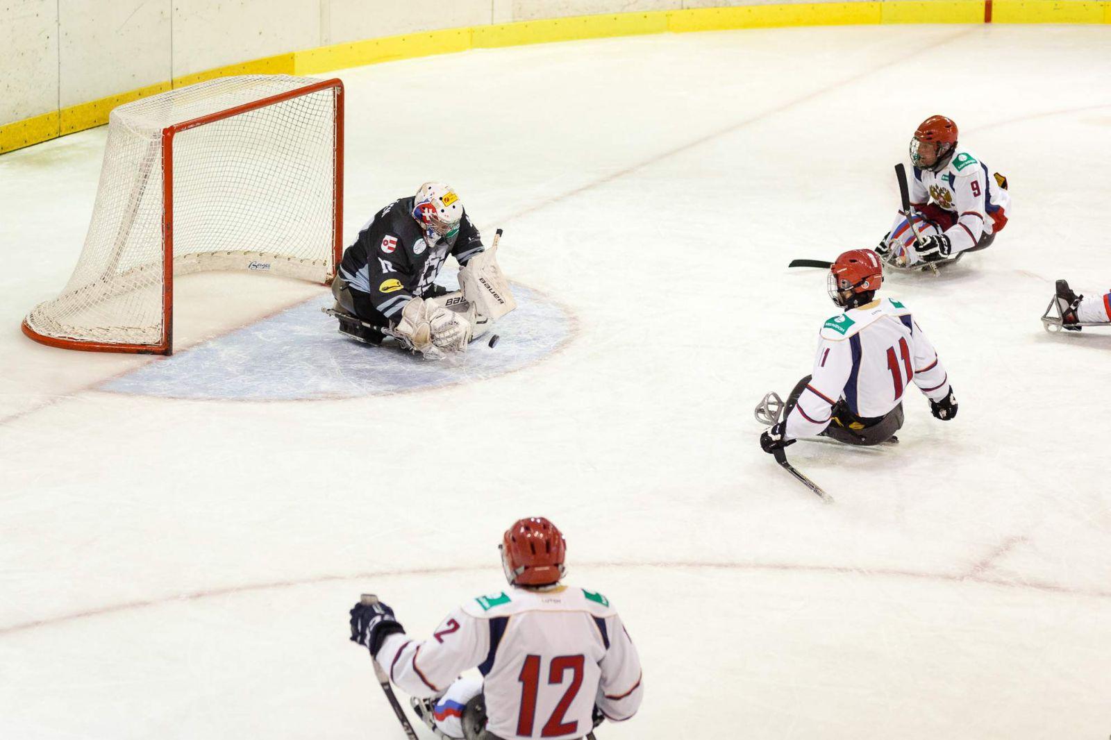 Российские следж-хоккеисты выиграли крупный международный турнир в Чехии, забросив соперникам 80 шайб и не пропустив ни одной