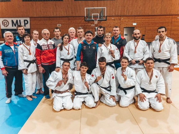 Сборная команда России по дзюдо спорта слепых завоевала 2 золотые, 5 серебряных и 5 бронзовых медалей на международных соревнованиях в Германии