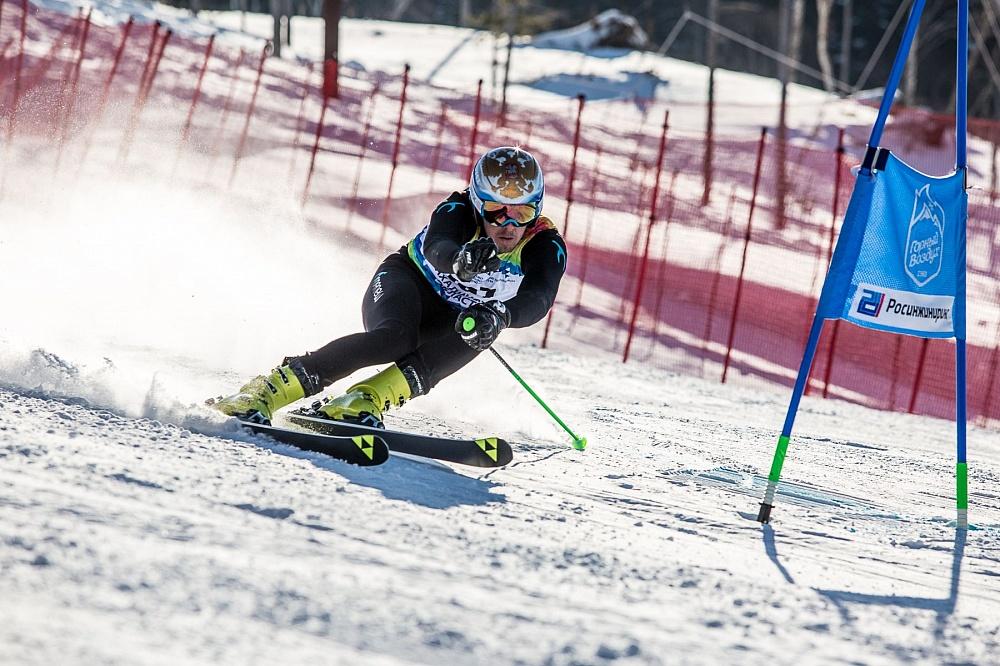 2 золотые, 5 серебряных и 1 бронзовую медаль завоевали российские спортсмены на международных соревнованиях по горнолыжному спорту среди лиц с ПОДА и нарушением зрения, завершившихся в Нидерландах