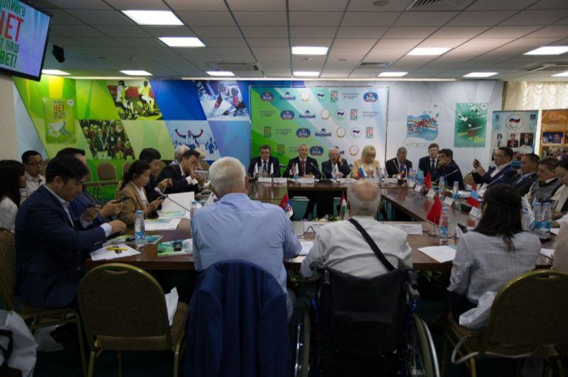 В Актовом зале Паралимпийского комитета России состоялся Круглый стол по обсуждению вопросов антидопинговой деятельности НПК с участием руководителей и представителей НПК, Федерации IWAS