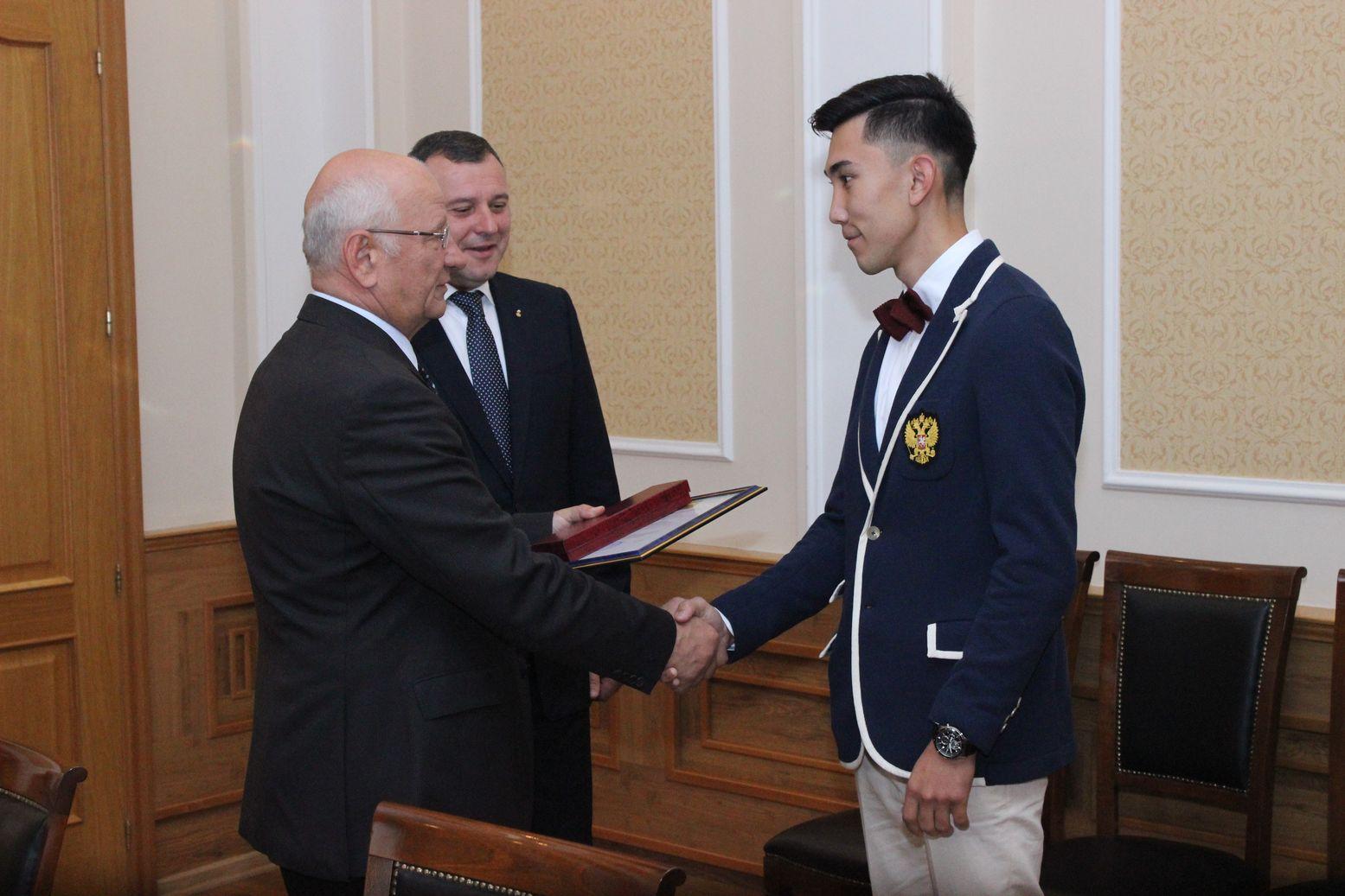 Губернатор Оренбургской области Ю.А. Берг встретился с оренбургскими паралимпийцами