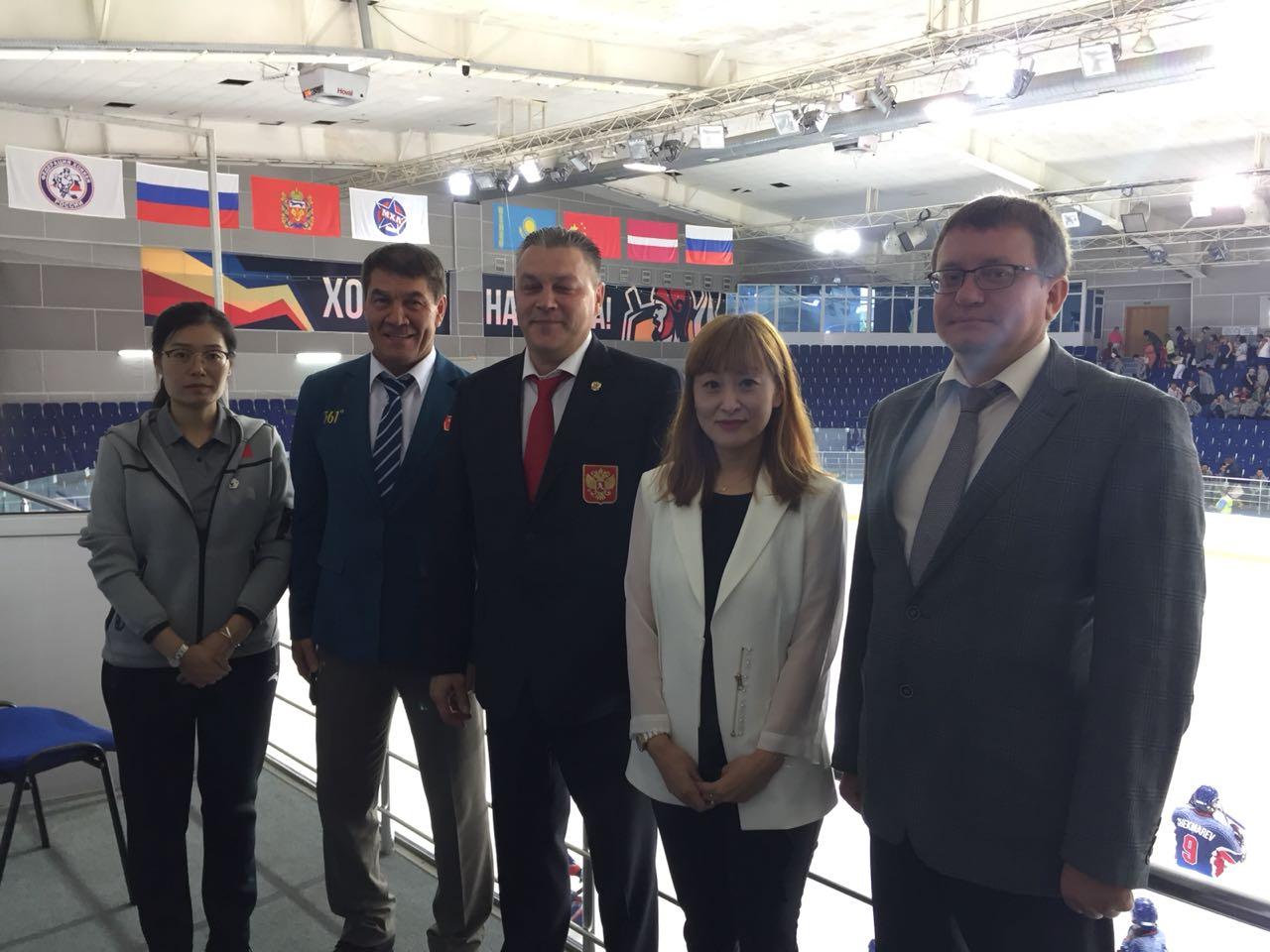 А.А. Строкин в г. Оренбурге в рамках Открытого турнира по следж-хоккею «Кубок вызова, вперед на лед!» встретился с представителями НПК Китая