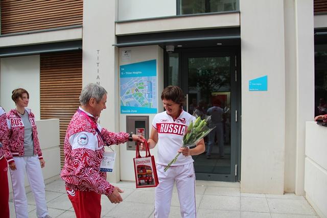 Легкоатлетку Ларису Волик в Паралимпийской деревне в Лондоне тепло поздравили с днем рождения шеф миссии Павел Рожков и вся сборная команда