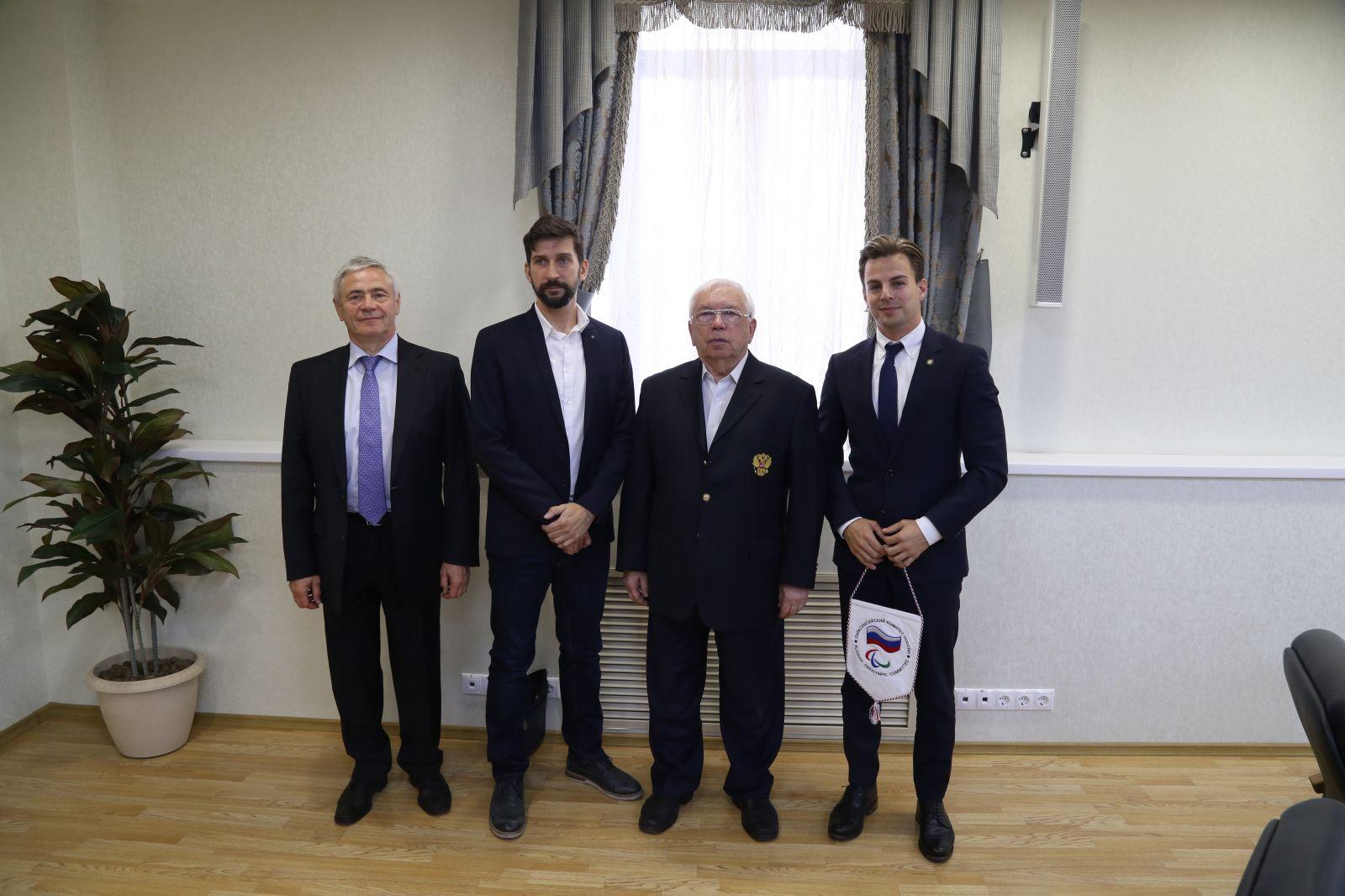 В.П. Лукин, П.А. Рожков в зале Исполкома ПКР встретились с главой отдела международного сотрудничества и коммуникации Международной Федерации Текбола (FITEQ) И. Добреи