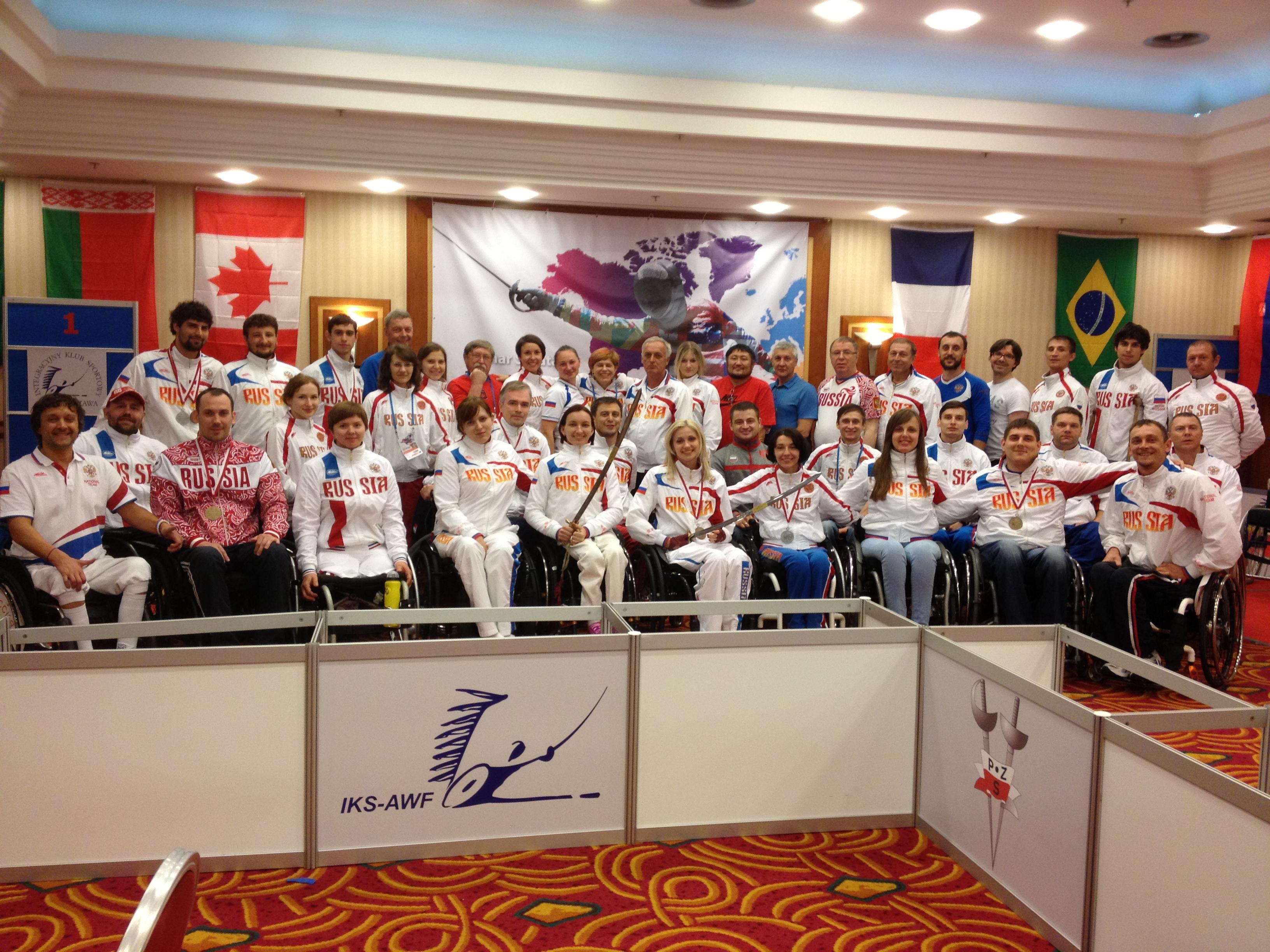 Российские фехтовальщики выиграли 4 золотые, 5 серебряных и 11 бронзовых медалей Кубка мира в Польше, заняв первое общекомандное место