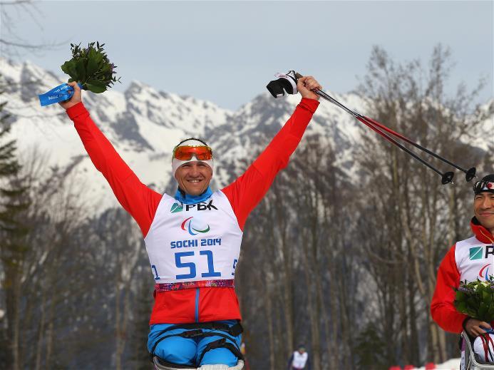 Российский биатлонист с поражением опорно-двигательного аппарата  Р.  Петушков принес сборной России первую золотую медаль на XI Паралимпийских зимних играх в г. Сочи, победив в соревнованиях по  биатлону сидя на дистанции 7,5 км