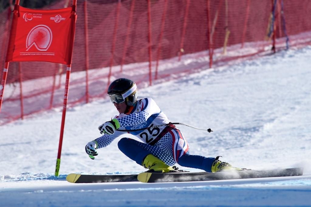Сборная команда России по горнолыжному спорту среди лиц с поражением опорно-двигательного аппарата и нарушением зрения по итогам двух дней чемпионата мира в Канаде завоевала 3 золотые и 5 бронзовых медалей