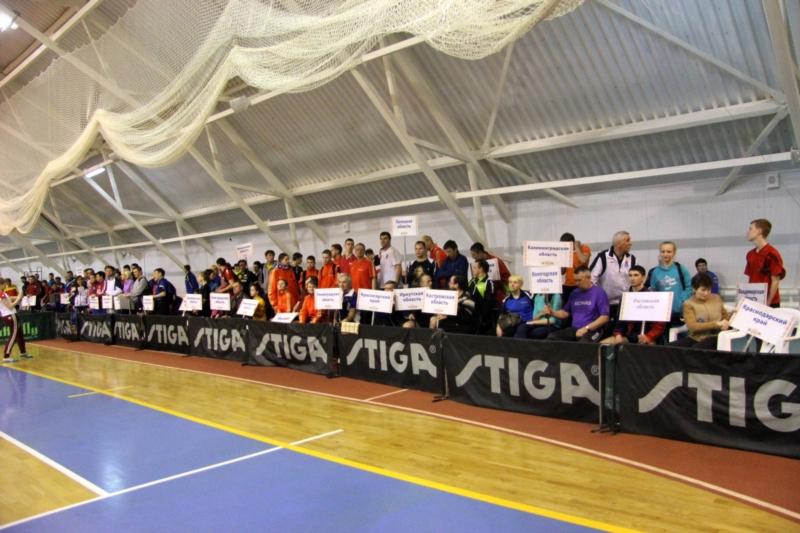 Сильнейшие спортсмены вступили в борьбу за награды чемпионата России по настольному теннису в Чувашии