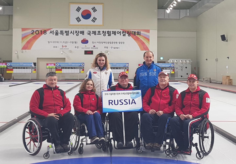 Сборная команда России по керлингу на колясках ведет борьбу за медали международного турнира в Корее