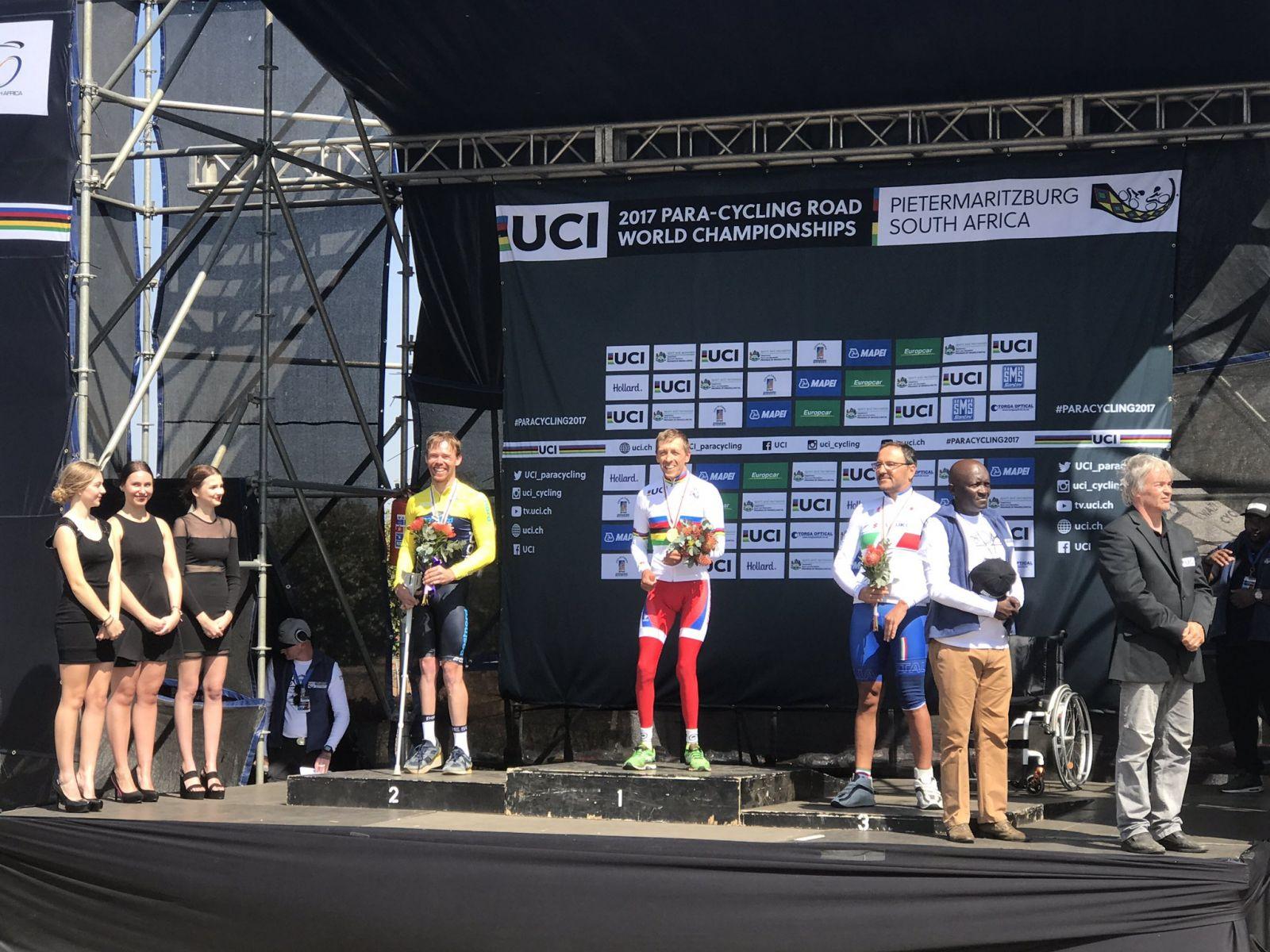 Спортсмены сборной команды России по велоспорту среди лиц с ПОДА завоевали золотую и серебряную медали в первый соревновательный  день чемпионата мира на шоссе в г. Питермарицбург (ЮАР)