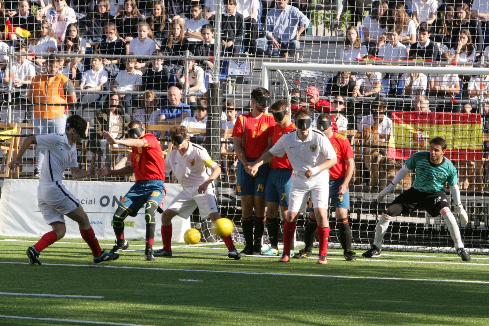 Сборная команда России вышла в полуфинал чемпионата мира по мини-футболу 5х5 класс В1 (тотально-слепые спортсмены) в Испании