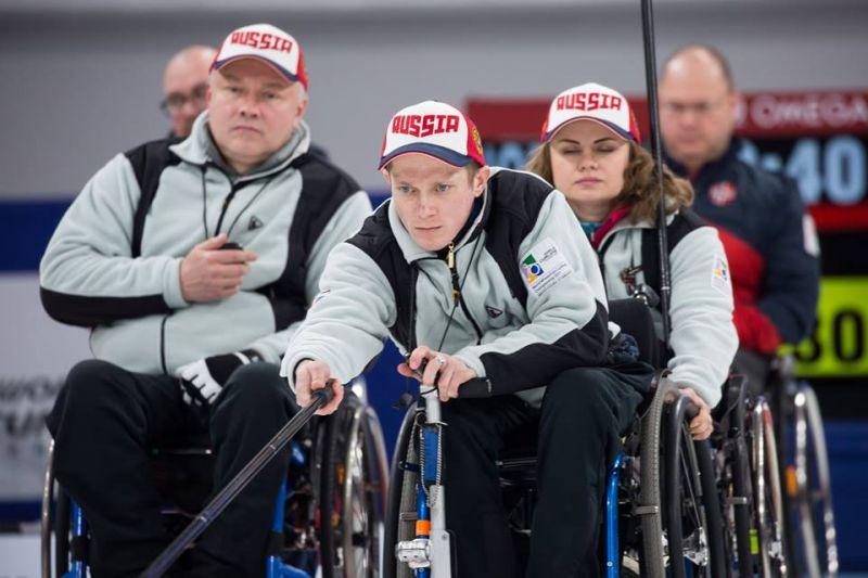 Сборная команда России в завершающем матче группового этапа чемпионата мира по керлингу на колясках уступила сборной команде Канады