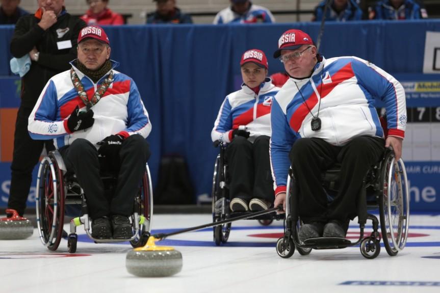 Сборная команда России по керлингу на колясках в 4-й день чемпионата мира выиграла у сборной Словакии и потерпела поражение от Канады