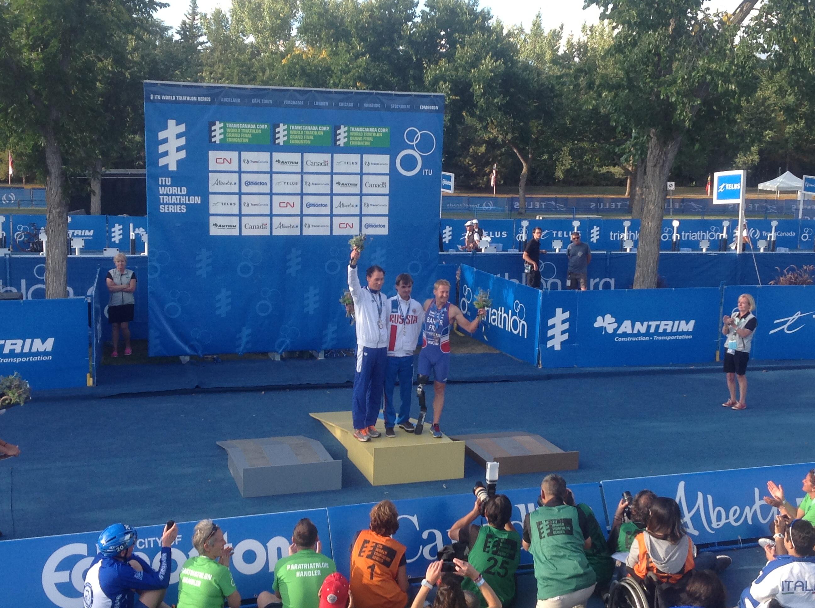 Василий Егоров выиграл золотую медаль на Гранд-финале  чемпионата мира по паратриатлону в Канаде