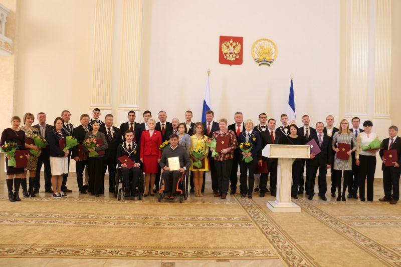 Глава Республики Башкортостан Р.З. Хамитов вручил государственные награды Республики участникам открытых Всероссийских спортивных соревнований по видам спорта, включённым в программу Паралимпийских летних игр