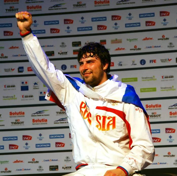 Три омских фехтовальщика победили на престижном турнире во Франции