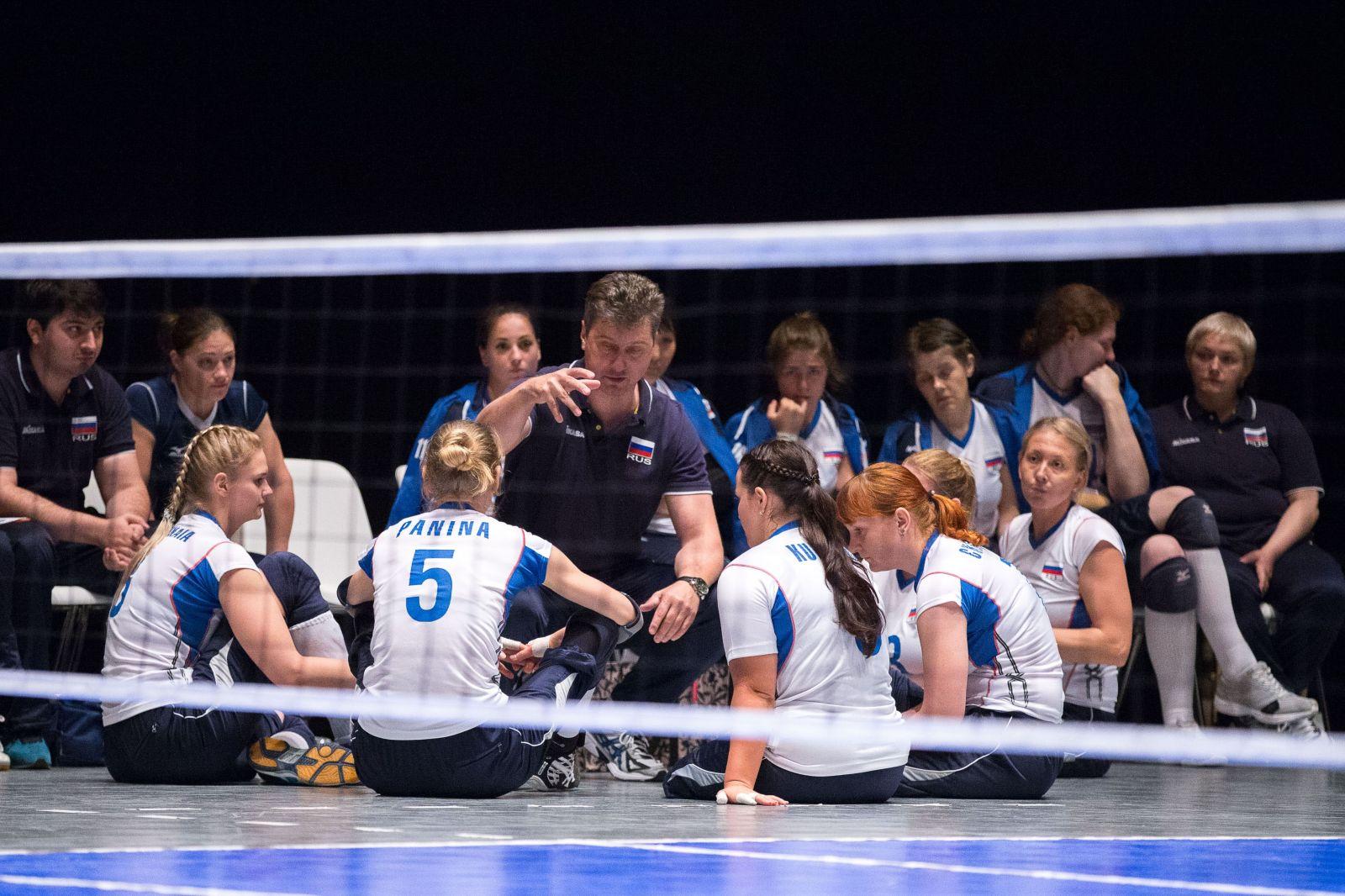 Женская сборная России по волейболу сидя в США проведет серию товарищеских матчей со сборными США и Бразилии