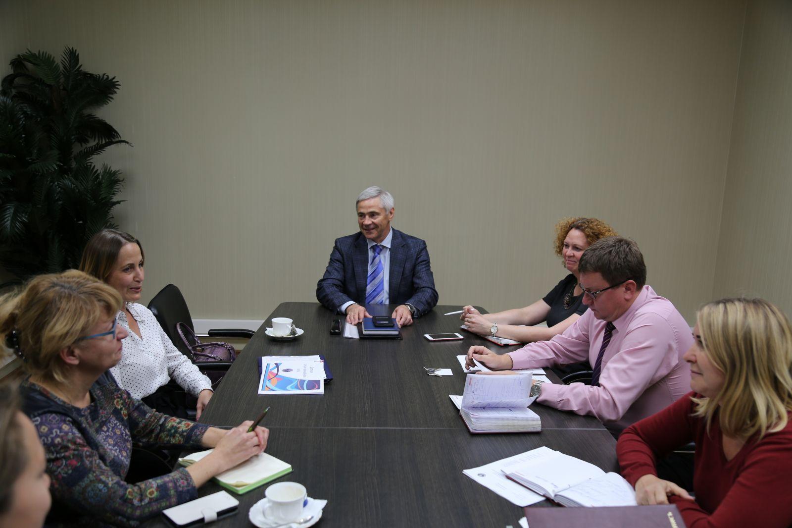 П.А. Рожков в офисе ПКР провел встречу с директором по развитию детской следж-хоккейной лиги А.О. Барадачевой
