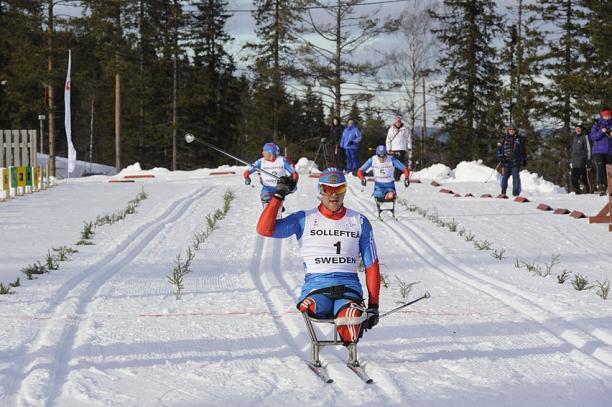 В Швеции завершился Чемпионат мира по лыжным гонкам и биатлону среди спортсменов с поражением опорно-двигательного аппарата и нарушением зрения.  Сборная команда России завоевала 22 золотые медали и заняла первое общекомандное место в неофициальном зачете