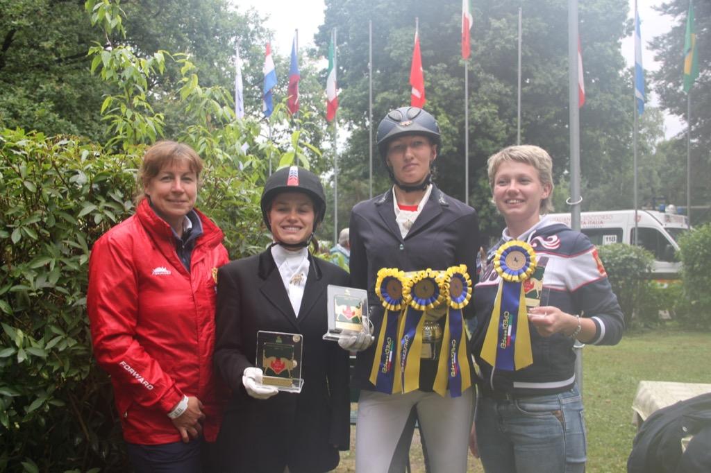 Наталья Мартьянова завоевала три золотые медали и специальный приз на международных соревнованиях по конному спорту в Италии